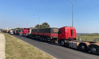 Camioneros cerraron paso a bomberos que iban a sofocar incendio