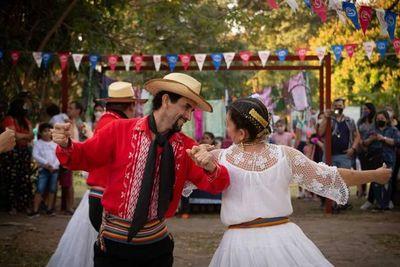 Celebran al folclore en Areguá