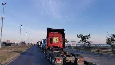 Camioneros podrían ser detenidos si insisten con el cierre de ruta, indica Giuzzio