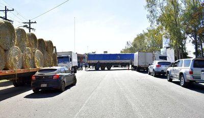 Camioneros siguieron con bloqueos de rutas nacionales el fin de semana