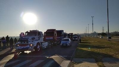 APESA confirma desabastecimiento de combustibles en varios puntos por paro de camioneros