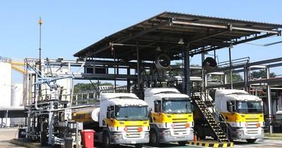 La Nación / Comercialización de combustibles en el interior del país podría aguantar solo hasta el miércoles
