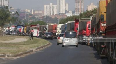 Aseguran que camioneros perjudican al país y exigen al gobierno actuar