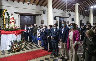 Presidente Abdo y la Primera Dama participaron de la presentación del renovado retablo de la Iglesia de Altos