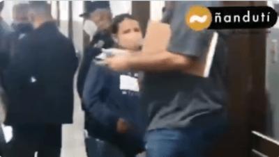 Mujer llega al Hospital de PJC afirmando ser hija del hombre internado