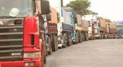 Camioneros no desactivan movilizaciones en busca de ley de fletes