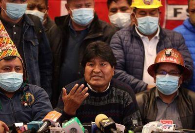 Evo Morales anuncia reuniones con organizaciones sociales en visita a Perú