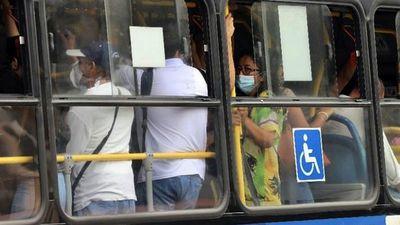 Buses llenos: El calvario de los pasajeros del transporte público