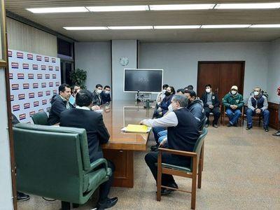 El Equipo Económico autorizó el nombramiento de 181 funcionarios en ANDE, pero quieren más