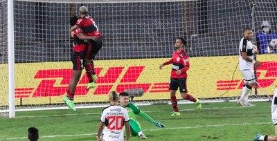 Flamengo destroza a Olimpia en el 'primer round'