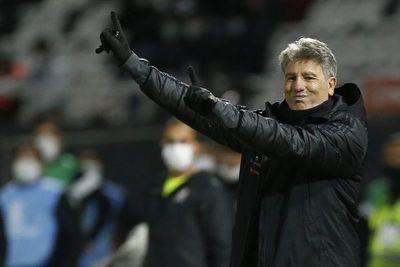 Renato denunció insultos racistas de los hinchas de Olimpia