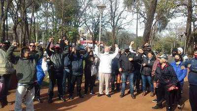 Exigen restitución de 150 funcionarios despedidos de comuna de CDE
