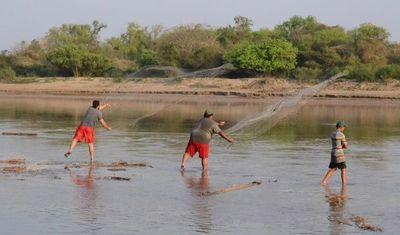 El Mades analiza eventual veda extraordinaria para pescadores afectados por la bajante
