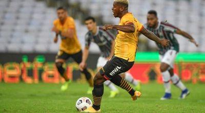 Fluminense y Barcelona empatan en un partido de locos en el Maracaná