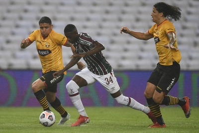 Fluminense y Barcelona empatan en un partido de locos