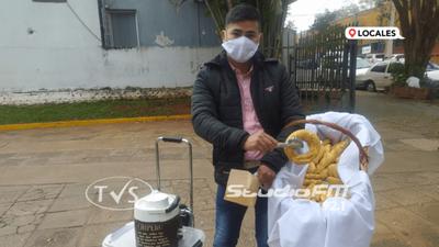 ANTONIO EL «CHIPERO FACHERO» CONQUISTA A TODOS CON SU AMABILIDAD