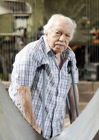 Plantean pagar impuestos municipales con una escultura del fallecido artista Hermann Guggiari