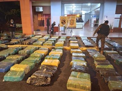 14 TONELADAS DE MARIHUANA INCAUTADAS EN RESQUIN CUE.
