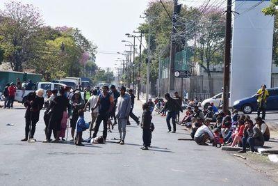 Indígenas sitian Asunción y bloqueos sobre la Avda. Artigas ya son cotidianos