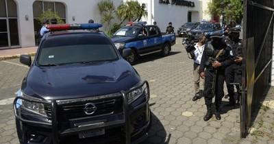 La Nación / Nicaragua: policía allanó al diario La Prensa y detuvo a gerente