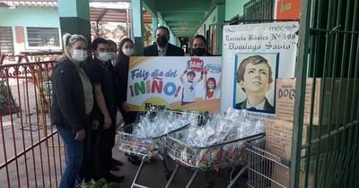 La Nación / Padrinos para llevar regalos a alumnos de escuelas públicas