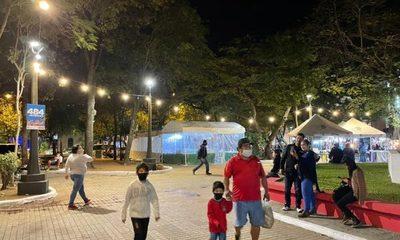 Dos históricas plazas del centro de Asunción recuperan por completo su lumínica