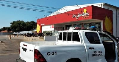 La Nación / Policías frustran asalto en supermercado de Luque