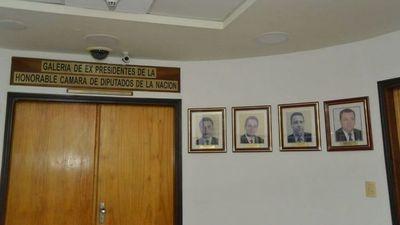 Pidieron retirar la fotografía de OGD de galería en Diputados