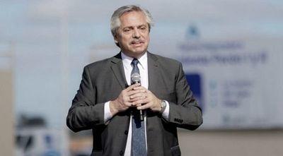 Presidente argentino arremete contra oposición y advierte que no lo hará caer