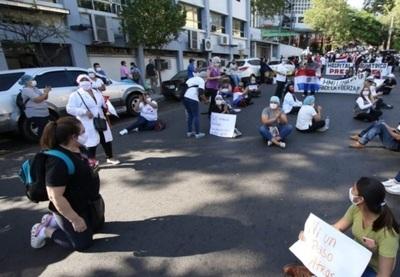 Enfermeros anuncian movilización para el 25 de agosto