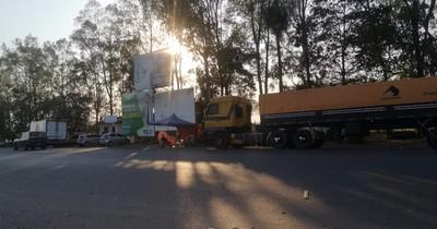 La Nación / Cierre de ruta: Policía advierte que primero está el diálogo y luego la represión si amerita
