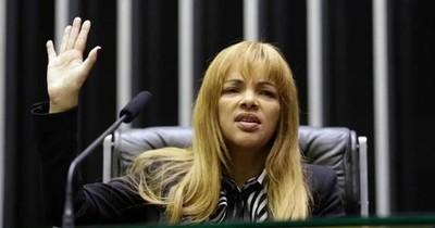 La Nación / La 'supermadre' de 55 hijos presa por asesinato de su marido en Brasil
