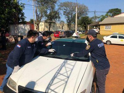 Encuentran un arma de fuego en taxi involucrado en enfrentamiento