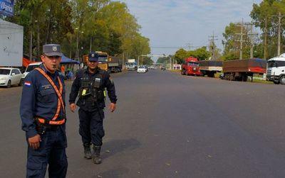 """Policía """"resguarda"""" cruce Villarrica-Paraguarí tras incidente con camioneros"""