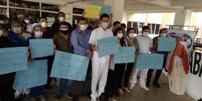 Funcionarios de Clínicas se movilizan hoy frente a Salud, Hacienda y Trabajo