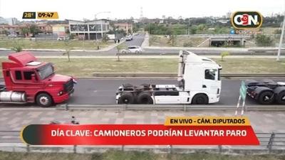 Camioneros podrían levantar paro
