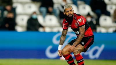 Flamengo cambia su línea defensiva