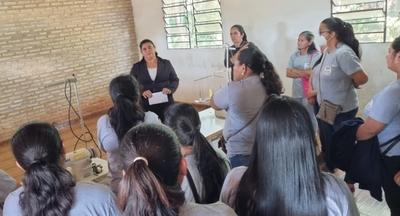 El INDERT y SNPP capacitan a coordinadora de mujeres y productores de Canindeyú