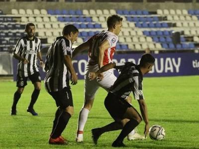 River vence y continúa en Copa Paraguay
