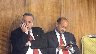Titular del Congreso evita postura sobre sacar foto de González Daher