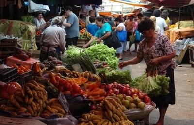 Exoneran dos meses de impuestos a trabajadores de la vía pública y comerciantes del Mercado de Abasto