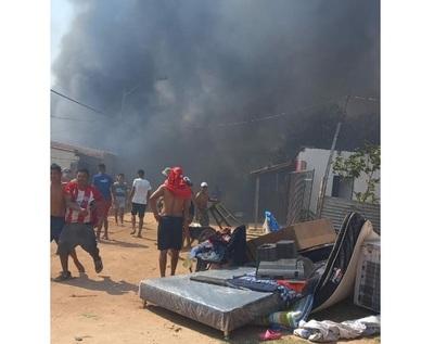 Incendio consume viviendas en barrio Santa Ana