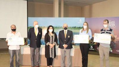 Senatur premió a los dueños de baños más limpios del país