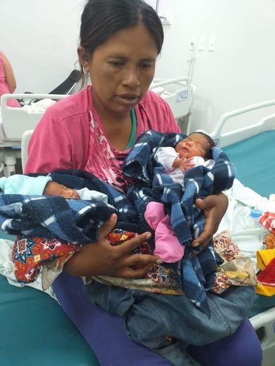 Gemelos Nivaclé recién nacidos necesitan ayuda para retornar a su comunidad