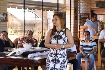 Elio Cabral PRESIONA y AMENAZA a funcionarios municipales para que APOYEN a su COMADRE Lilian