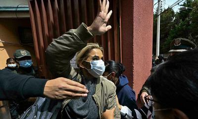 Acusan por genocidio a ex presidenta de Bolivia