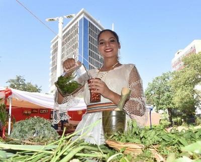 Primera Dama de Paraguay invita a sentir orgullo por nuestra herencia cultural en el Día del Folclore