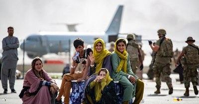 La Nación / EEUU ordena a aerolíneas comerciales asistir en evacuación de afganos