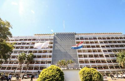 IPS firma convenios de pasantías para carreras no acreditadas