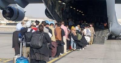 La Nación / EEUU ordena a aerolíneas a evacuar